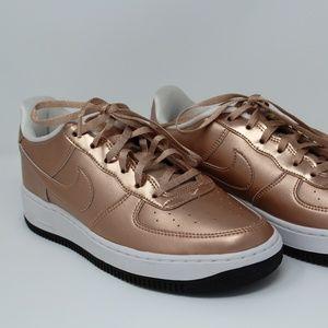 NWOT Pink Rose Gold Nike Sneakers (6.5Y / 8W)